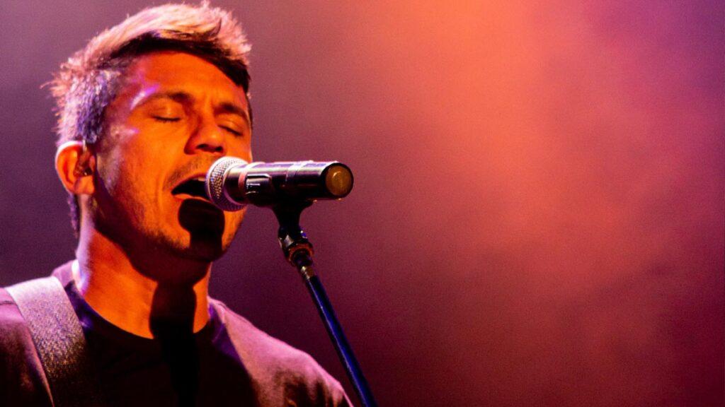 singer-singing